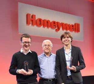 Davide (left) picked up his award from Orhan Genis, Honeywell Process Solutions, VP, EMEA sales, along with Dr Maria-Chiara Ferrari
