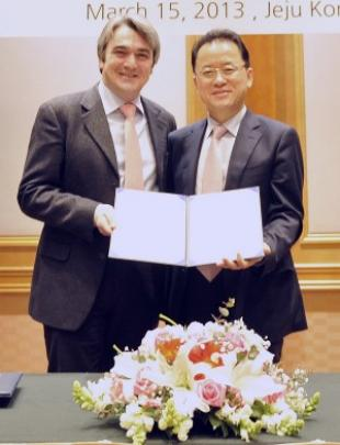 Professor Brandani and Dr Sang-Do Park, Director of KCRC