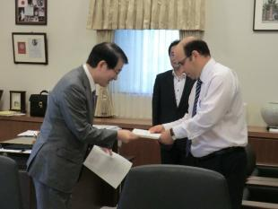 President of Kyushu University Professor C. Chikaru handing the appointement letter to Professor Sefiane.